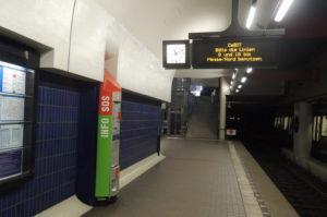 U metrou, naziv linije je prilagodjen dogadjaju