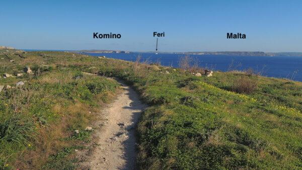 Odavde se lepo vide i druga dva ostrva, manje Komino i glavno - Malta